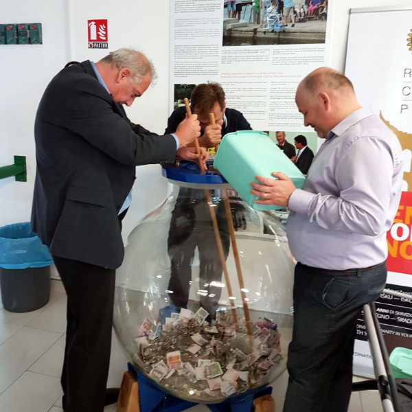 Emptying piggy bank on Pula Airport